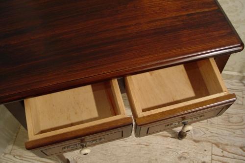濃い茶色・木製引き出し付き・小ぶりなデスク 入荷!_a0096367_20123520.jpg