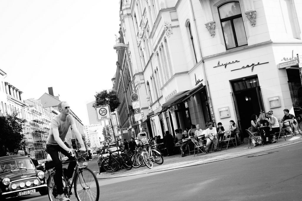 Berlin in Monochrom_c0180686_1918091.jpg
