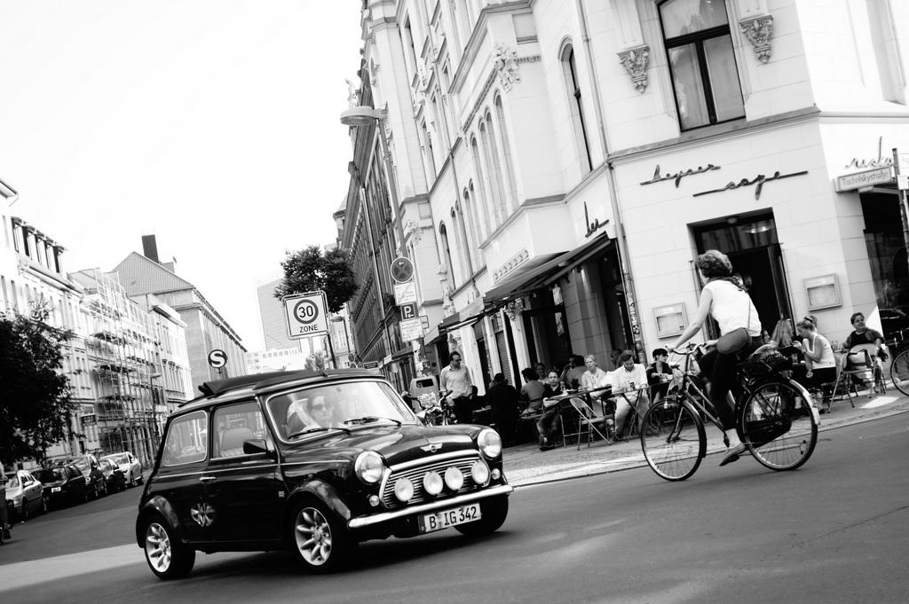 Berlin in Monochrom_c0180686_19183087.jpg