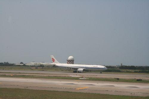 旅日記 香港 2011SEP 002 ダイナスティークラスで台北へ_f0059796_2261014.jpg
