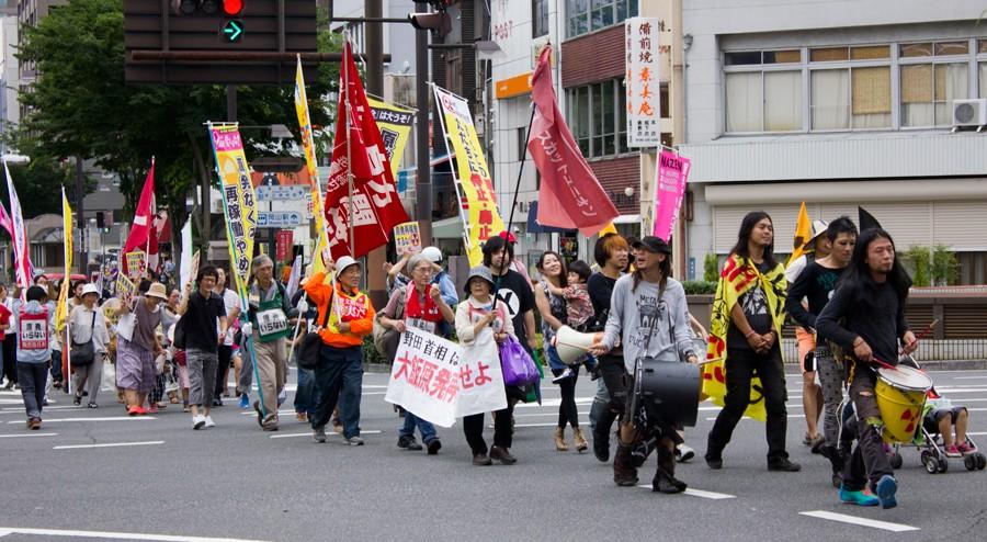 首相官邸前の抗議行動に連帯し、NAZEN岡山がデモに決起 _d0155415_11472197.jpg