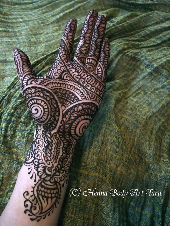 インド風にびっしりと、掌に。_d0223445_2154897.jpg
