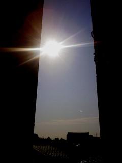 月と太陽_f0197754_1055257.jpg