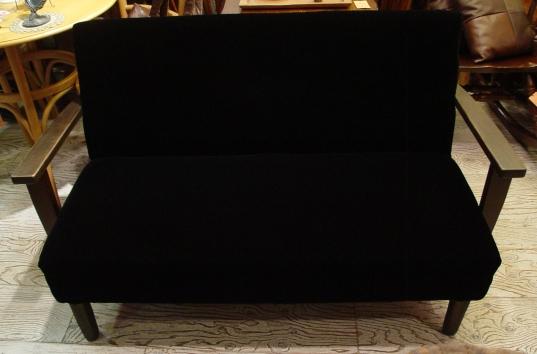 黒いベロアの2Pソファー 完成!!! 木のアーム_a0096367_20473864.jpg
