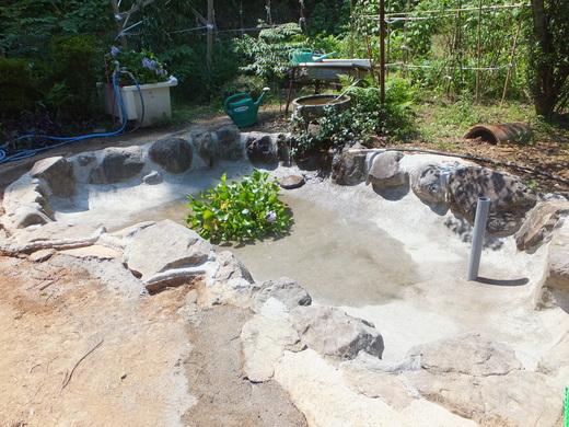 池が完成!?_d0251679_23111361.jpg