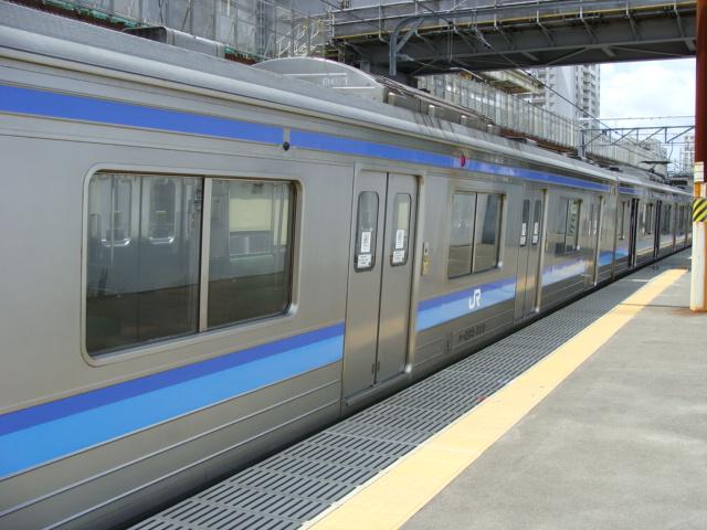 """「伊勢女さん」の""""正夢""""!?:2本の青い線に真ん中に黄色線の電車とは?_e0171614_12405199.jpg"""