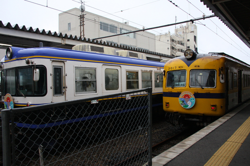 """「伊勢女さん」の""""正夢""""!?:2本の青い線に真ん中に黄色線の電車とは?_e0171614_12414860.jpg"""