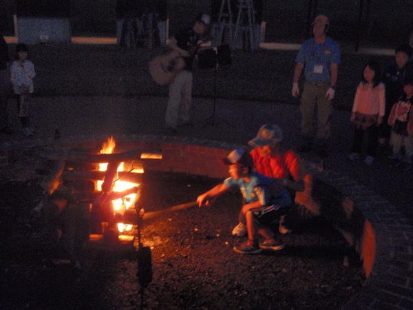 恒例のキャンプファイヤー!夏シーズンがはじまるよ!_e0270550_117453.jpg