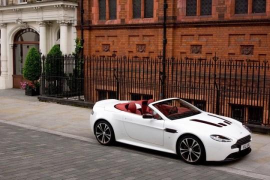 Aston Martin V12 Vantage Roadster_a0118453_19355884.jpg