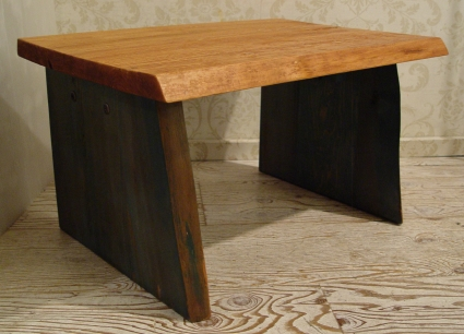 無垢材の小ぶりなテーブル 入荷!!_a0096367_21214014.jpg