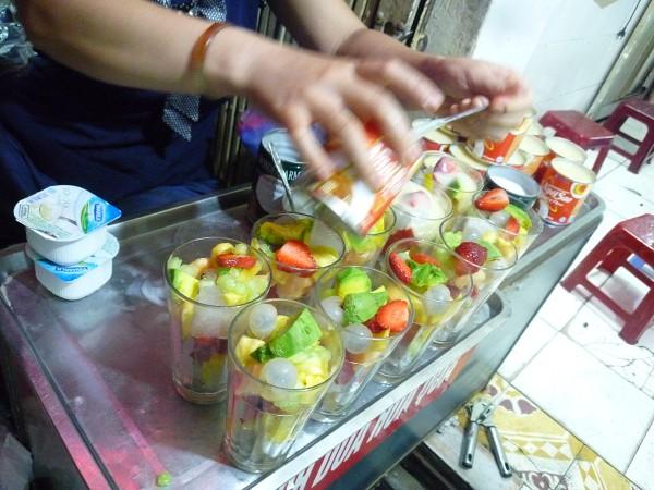 ハノイ その2 : ホアクアザムhoa quả dầm フルーツつぶして昭和にトリップ_e0152073_1234783.jpg
