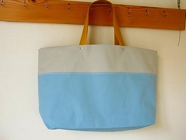 キレイな色です♪ みかづきのバッグ_b0102217_1818066.jpg