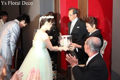 お色直しに花冠とリストレット 薄いグリーンのドレスに_b0113510_23255076.jpg