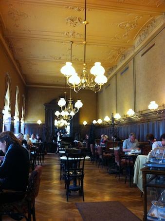 ウィーンのカフェ雑感 その1_d0069964_5505345.jpg