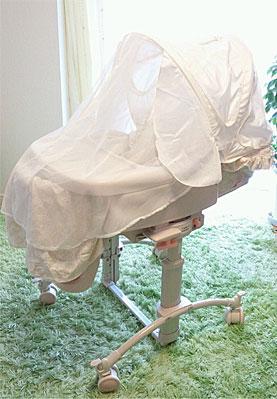 【赤ちゃんのベッド☆ 〜その1〜】(幸せミニベッド ベビースウィング 睡眠幌HIDX)_d0224894_14225054.jpg