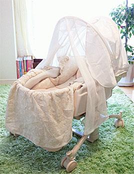 【赤ちゃんのベッド☆ 〜その1〜】(幸せミニベッド ベビースウィング 睡眠幌HIDX)_d0224894_14225231.jpg