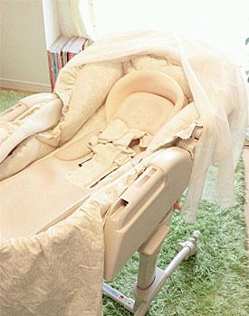 【赤ちゃんのベッド☆ 〜その1〜】(幸せミニベッド ベビースウィング 睡眠幌HIDX)_d0224894_14225381.jpg