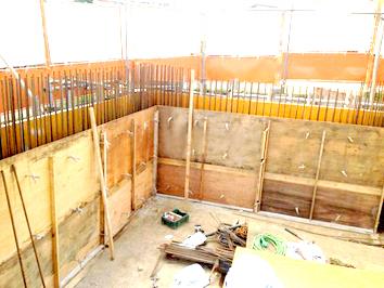 B1立上りRC壁の型枠工事_c0231905_1050066.jpg