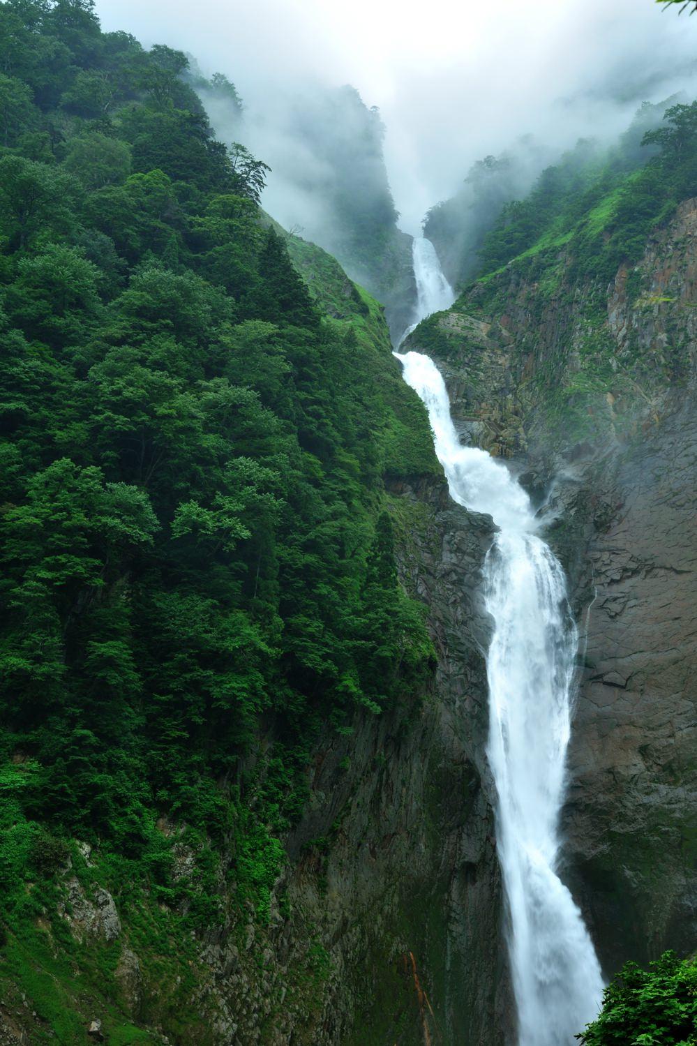 称名滝は350 m日本一の落差_c0220824_1133234.jpg