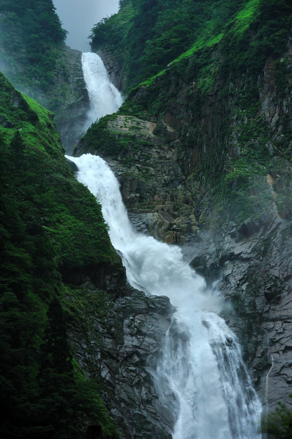 称名滝は350 m日本一の落差_c0220824_1141452.jpg