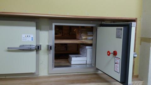 冷凍室の新しい扉。_d0182179_20432258.jpg