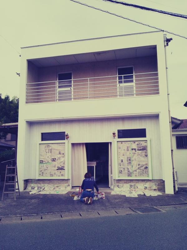 窓枠塗りとカフェニドさん_c0246783_23211529.jpg