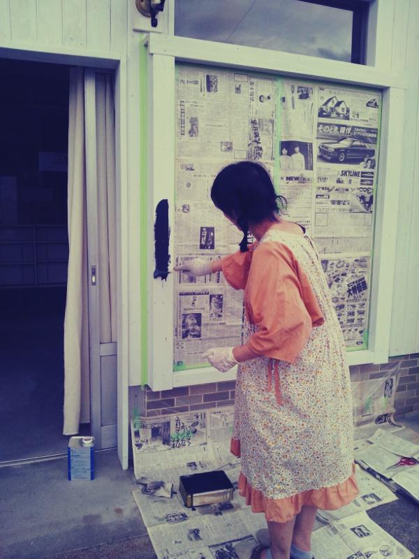 窓枠塗りとカフェニドさん_c0246783_2322137.jpg
