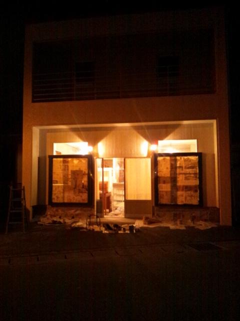 窓枠塗りとカフェニドさん_c0246783_23233367.jpg