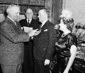 銀行ギャングたちは、如何にしてアメリカに第二次世界大戦参戦を強いたか  By Henry Makow Ph.D._c0139575_23242517.jpg