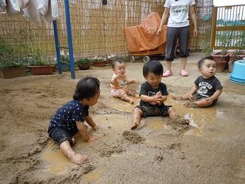 水遊び・泥んこ遊び_c0197584_14382755.jpg