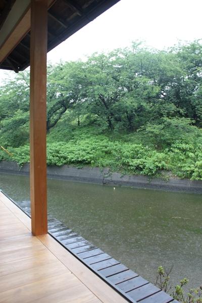 水辺のカフェ三宅商店で雨の日デート_d0128712_5395362.jpg