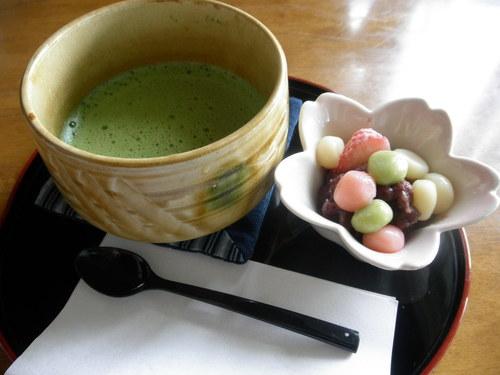 くじら汁と甘納豆の赤飯のセット@茶房菊泉。_d0156358_1724090.jpg
