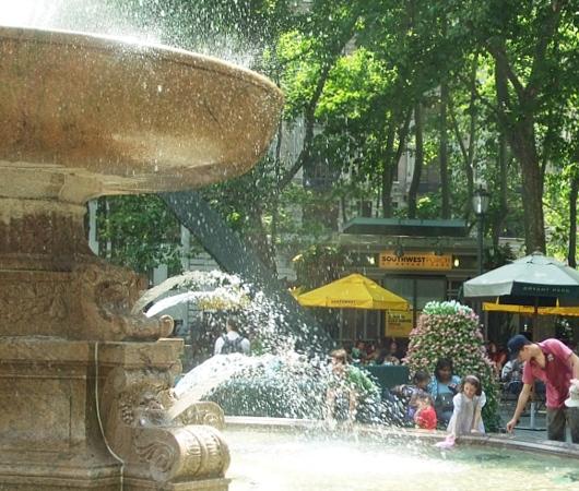 NYのブライアント・パークで見かけたホノボノ風景_b0007805_0323655.jpg