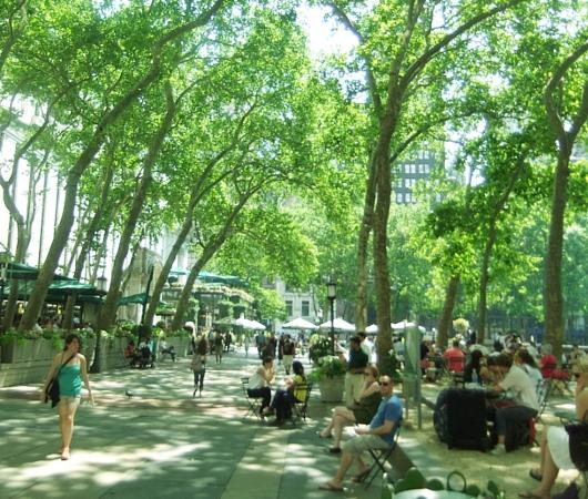 NYのブライアント・パークで見かけたホノボノ風景_b0007805_0592977.jpg