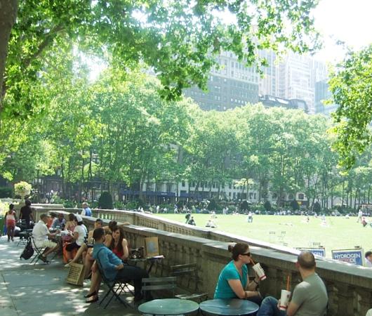 NYのブライアント・パークで見かけたホノボノ風景_b0007805_0594658.jpg