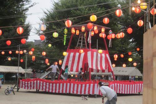 町会盆踊り大会設営に参加_e0149405_17115324.jpg