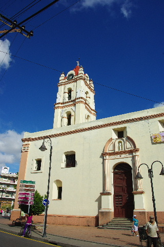 キューバ (49) 世界遺産カマグウェイ歴史地区散策 その2_c0011649_2034544.jpg