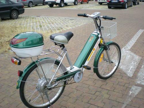 きゃは!!新しい電動自転車で〜〜す!!_c0179785_1931568.jpg