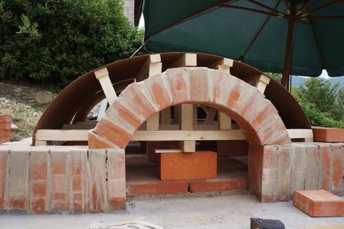 クーポラのような・・・~アントネッロの「自分で作る石窯」_f0106597_0553684.jpg