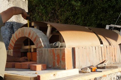 クーポラのような・・・~アントネッロの「自分で作る石窯」_f0106597_0585376.jpg