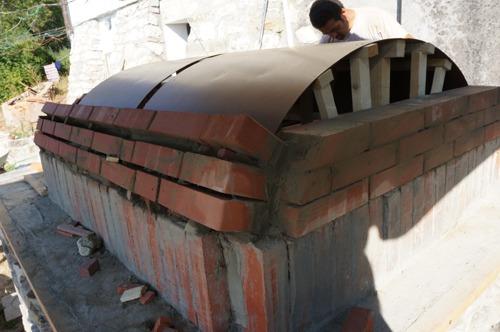 クーポラのような・・・~アントネッロの「自分で作る石窯」_f0106597_131111.jpg