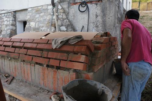 クーポラのような・・・~アントネッロの「自分で作る石窯」_f0106597_144219.jpg