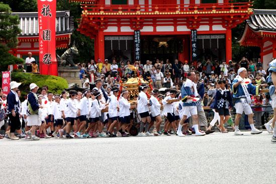 祇園祭り 花笠巡行_e0048413_21124087.jpg