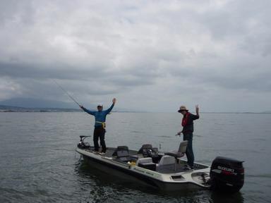 第7回琵琶湖でバスフィッシングを楽しもう会 から (1)_a0153216_233451.jpg