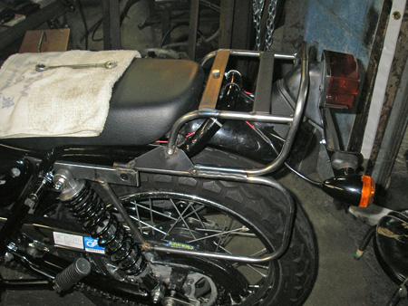 【250ccのバイクにリアキャリアとサイドバッグを取り付けました】_e0218639_0115559.jpg