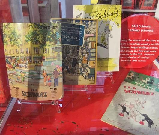 ニューヨーク最古のおもちゃ屋さん、FAOシュワルツが150周年記念展を開催中_b0007805_4192829.jpg