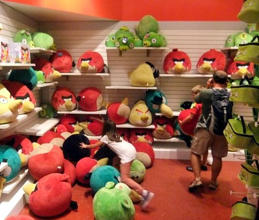 ニューヨーク最古のおもちゃ屋さん、FAOシュワルツが150周年記念展を開催中_b0007805_42138.jpg
