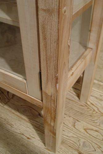 ペンキの剥げた白いガラスキャビネットと木の棚 入荷!!_a0096367_21101960.jpg