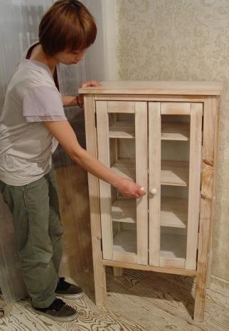 ペンキの剥げた白いガラスキャビネットと木の棚 入荷!!_a0096367_21105890.jpg