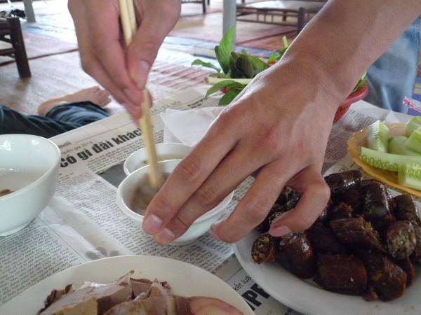 """ハノイ その4 : ハノイ名物 ニャッタンNhật Tânの Thịt Chó """"Anh tú béo""""_e0152073_120162.jpg"""